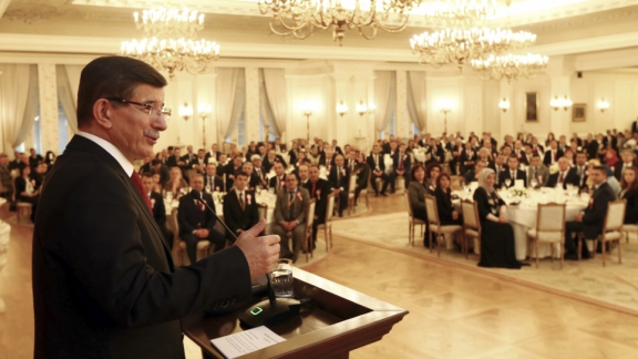 Prime Minister Davutoğlu receives Minister Avcı and teachers coming from 81 provinces